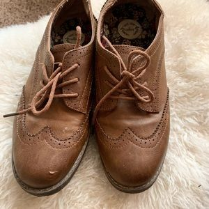 Adorable hipster Oxford style shoes